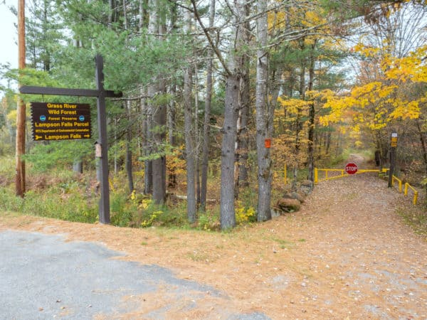 The trailhead for Lampson Falls.