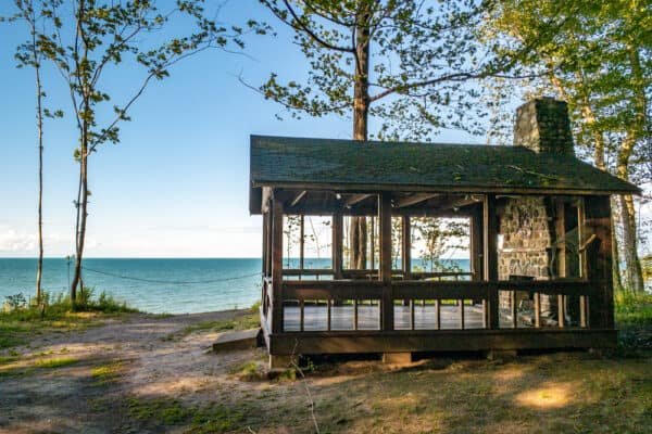 An abandoned cabin on the shores of Lake Ontario in Beechwood State Park