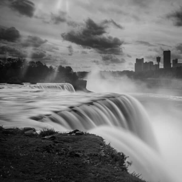American Falls from the New York side in black and white