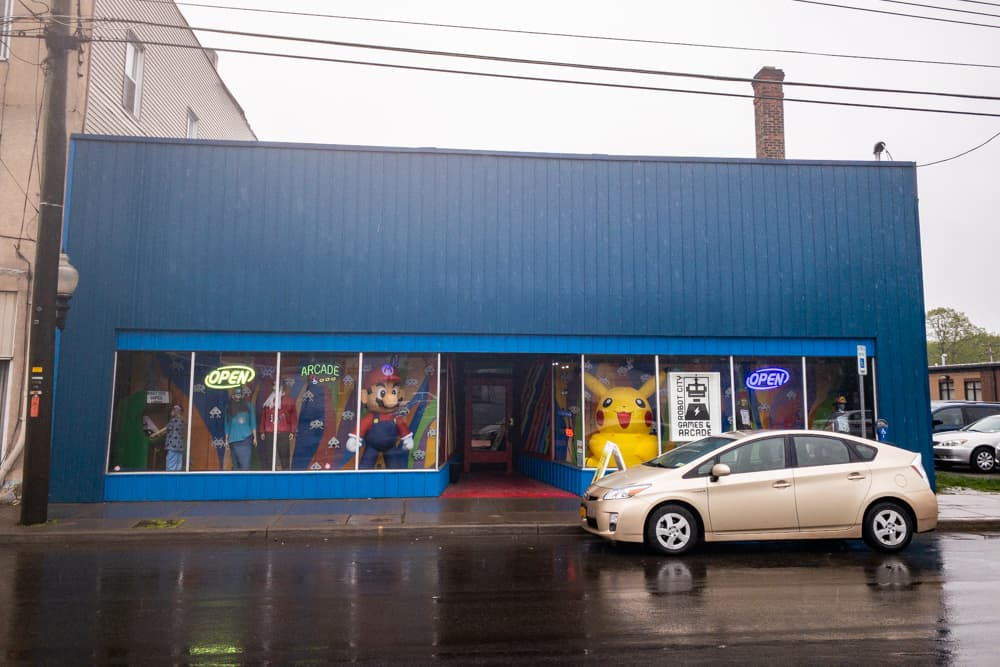 The exterior of Robot City Games and Arcade in Binghamton, New Yokr