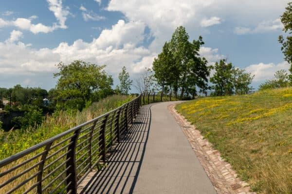 Niagara Gorge Rim Trail in Whirlpool State Park in New York