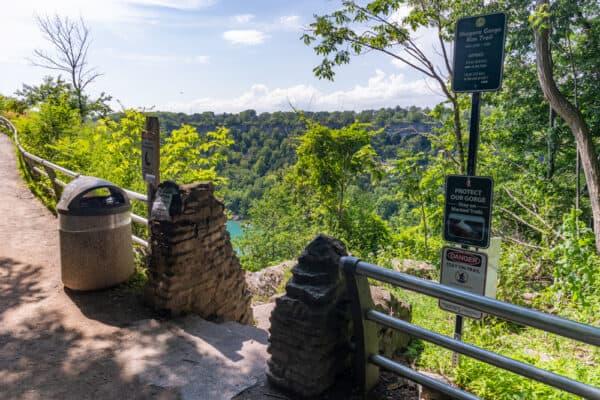 Trailhead for the Whirlpool Trail in Niagara Gorge